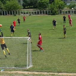 Команда «Южморрыбфлота» атакует ворота «Нового мира»