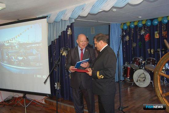 Валерий РОЗОВ вручил сотрудникам колледжа Почетные грамоты и Благодарности Думы города Владивостока