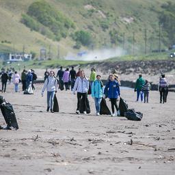 Добровольцы собрали порядка 1 тыс. мешков с мусором. Фото пресс-службы фонда «Родные острова»