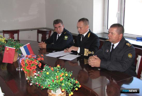 По итогам совместных мероприятий стороны подписали протокол. Фото пресс-службы Амурского теруправления Росрыболовства