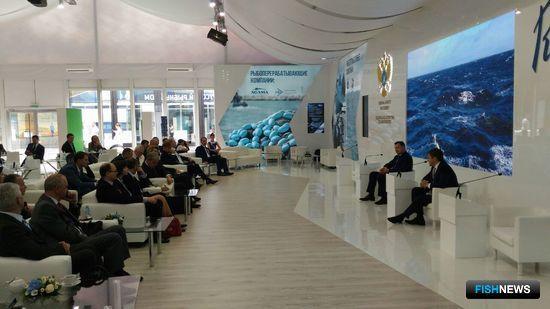 Глава Росрыболовства Илья ШЕСТАКОВ и его заместитель Петр САВЧУК провели встречу с рыбопромышленниками в рамках ПМЭФ