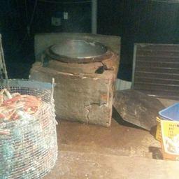 Подсобное помещение обустроили под переработку морепродуктов основательно. Фото пресс-группы Пограничного управления ФСБ России по Приморскому краю