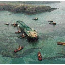 Борьба с разливами нефти на море
