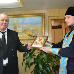 После молитвы капитану Сергею Кислову была подарена икона Николая Чудотворца – покровителя всех моряков и рыбаков