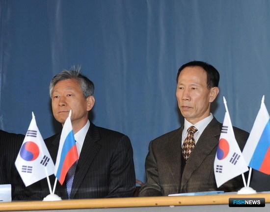 Генеральный консул Республики Корея во Владивостоке Ким Му Ён и президент KTI Со Иль Тэ
