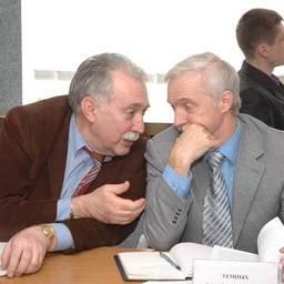 Генеральный директор ООО НПКА «Нереида» Виктор ПОКОТИЛОВ и генеральный директор ОАО «Южморрыбфлот» Александр ТЕМНЫХ