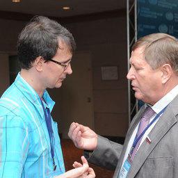 Руководитель медиахолдинга Fishnews Эдуард КЛИМОВ и генеральный директор ЗАО «АКРОС» Валерий ВОРОБЬЕВ