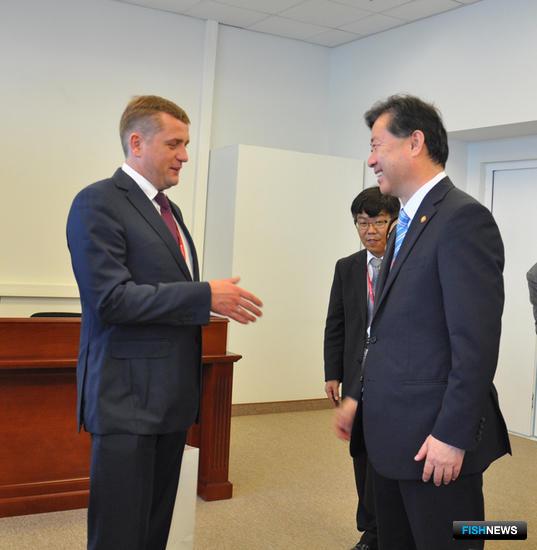 Руководитель Росрыболовства Илья ШЕСТАКОВ и корейский министр морских дел и рыболовства КИМ Ён Чун