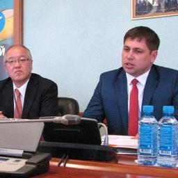 Генеральный консул Японии во Владивостоке КАСАИ Тацухико и директор департамента международного сотрудничества Приморского края Алексей СТАРИЧКОВ