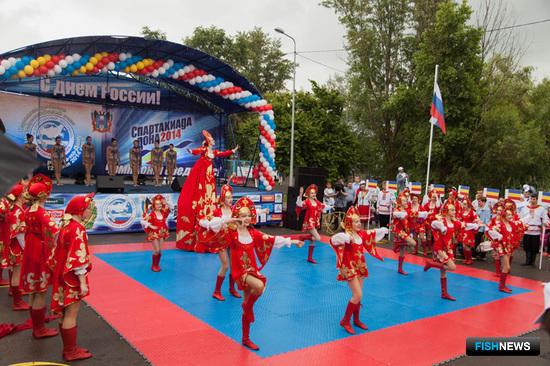 Для гостей праздника выступали казачьи и другие творческие коллективы