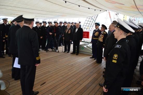 На торжественном построении перед курсантами выступили ветераны Великой Отечественной войны. Фото пресс-службы КГТУ.