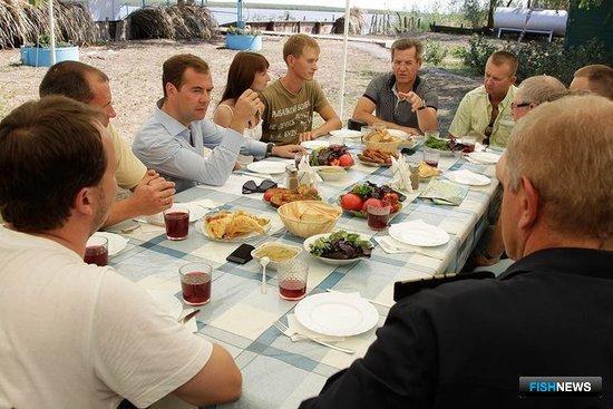 Президент России Дмитрий Медведев встретился с рыбаками-любителями. Фото предоставлено пресс-службой Президента РФ.