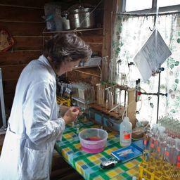 Гидрологическая лаборатория на Кроноцком озере. Фото предоставлено пресс-службой заповедника.