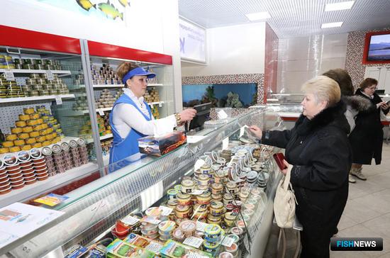 Помимо рыбы и морепродуктов от камчатских производителей, в «Океане» представлены товары из других регионов России. Фото Виктора Гуменюка