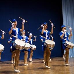 Торжественная церемония началась с гимна Дальрыбвтуза и марша в исполнении отряда барабанщиц. Фото пресс-службы университета
