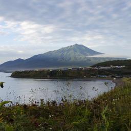 Вид на Курильск на острове Итуруп