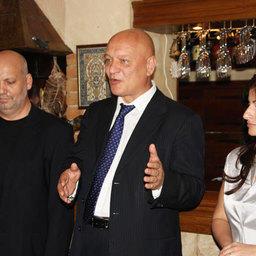 Председатель Общественного совета при Росрыболовстве Александр САВЕЛЬЕВ (в центре) и коммерческий директор компании «Ла Маре» Елена Саркисова (справа)
