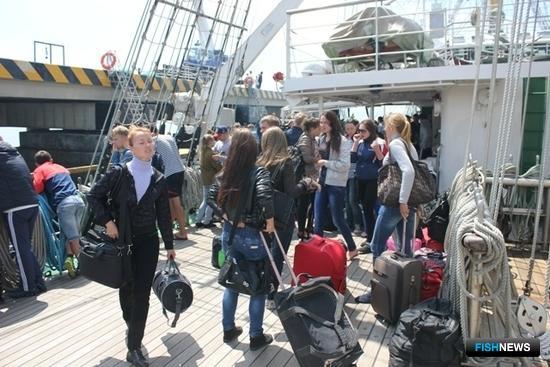 14 июля студотряд высадился на острове Итуруп в порту Курильск. Фото информационно-аналитического отдела Дальрыбвтуза.