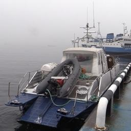 Резиновую лодку полицейских таранили катером. Фото пресс-службы Управления на транспорте МВД России по ДФО