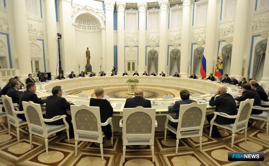 Президент России Владимир Путин встретился с вновь избранными руководителями регионов РФ. Фото пресс-службы администрации Приморского края