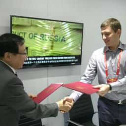 Меморандум о намерениях подписали вице-президент ООО «Антей» Игорь МИХНОВ и представитель компании Dah Chong Hong Limited Кай Йенг ЛИ