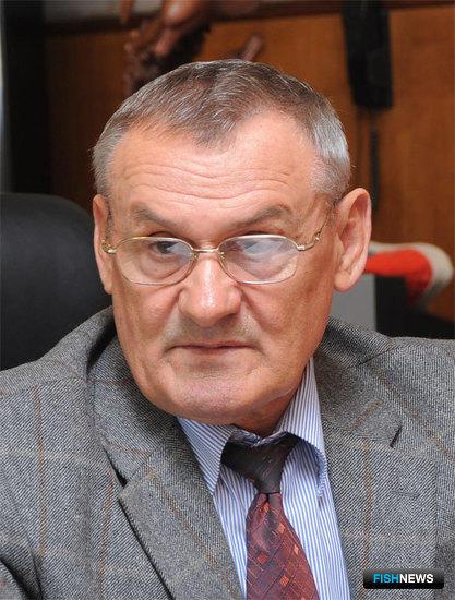 Председателем правления рыболовецкого колхоза «Приморец» Петр Гордиенко