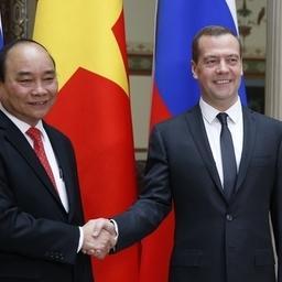 Вьетнамский премьер-министр Нгуен Суан Фук и глава Правительства РФ Дмитрий МЕДВЕДЕВ Фото пресс-службы кабмина
